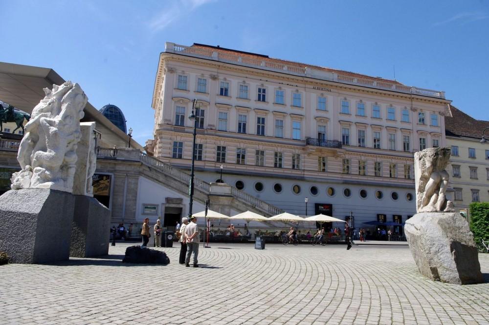 Альбертинаплац (Albertinaplatz)
