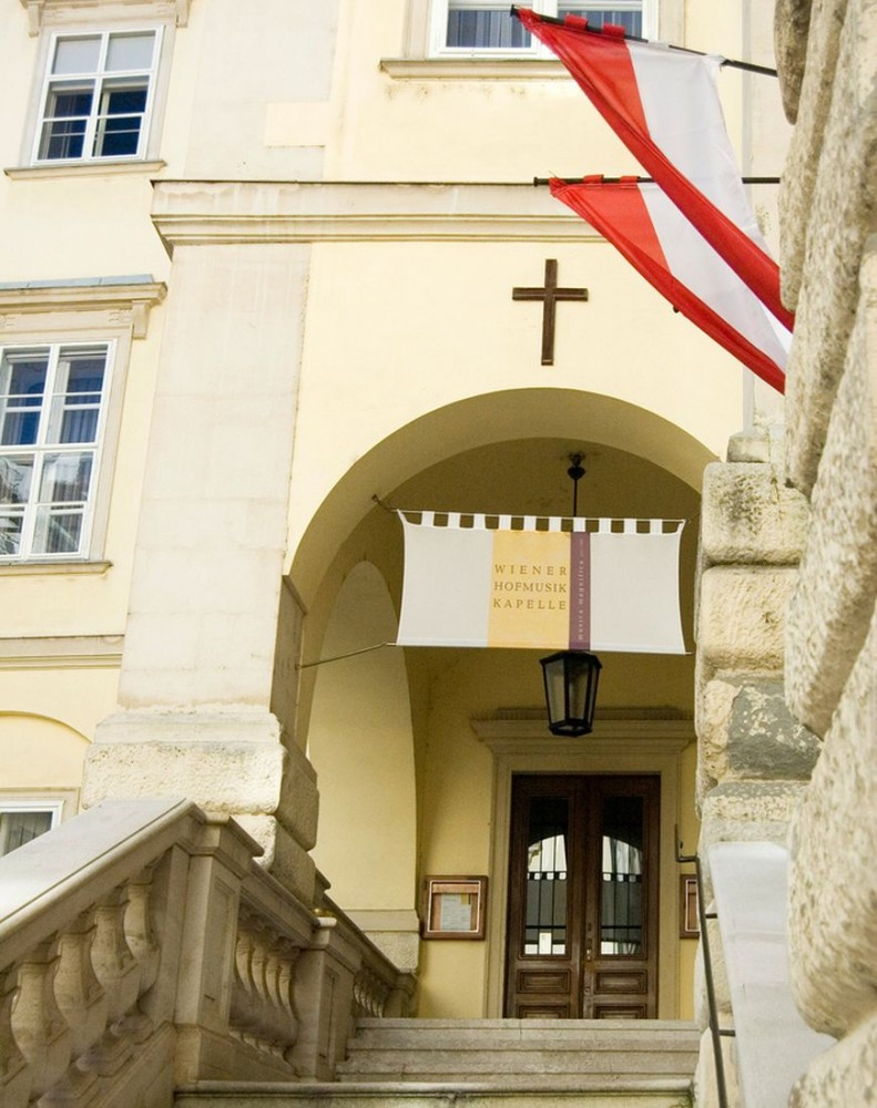 Вход в императорскую капеллу (Burgkapelle)