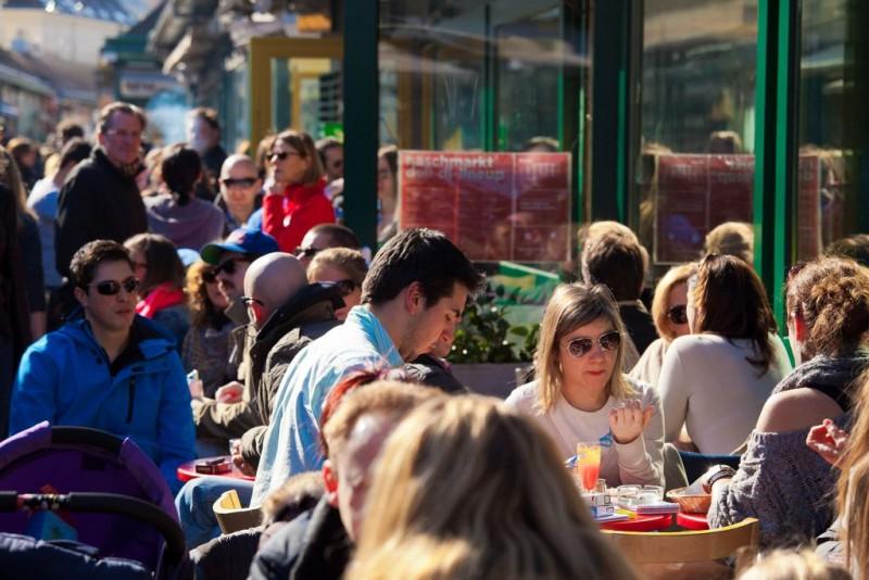 Уличные кафе на рынке