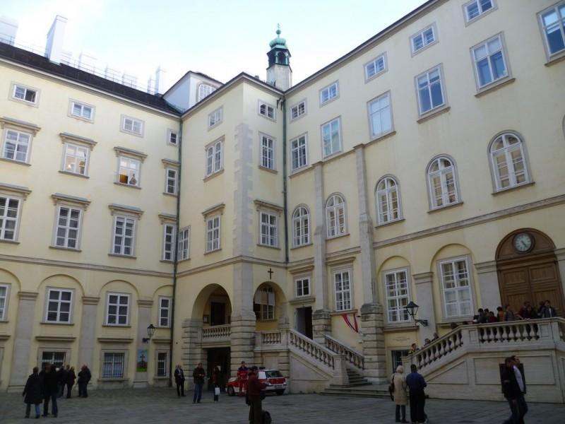 Швейцарский двор (Schweizerhof)