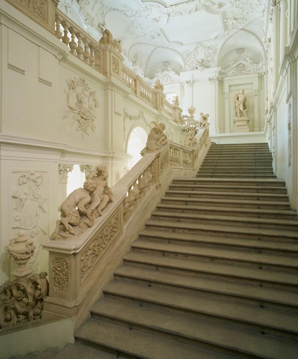 Парадная лестница Городского дворца Лихтенштейнов