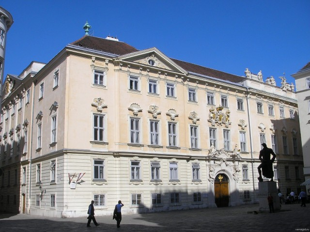 Бывшая Богемская придворная канцелярия (Ehem. Böhmische Hofkanzlei)
