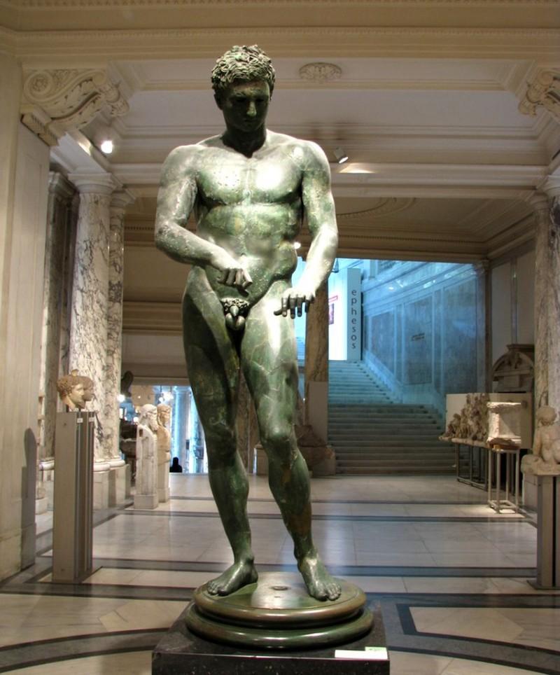 Статуя Атлета