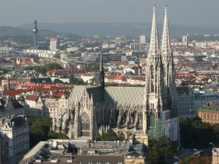 Видео: Венская Ратуша и церковь Обета