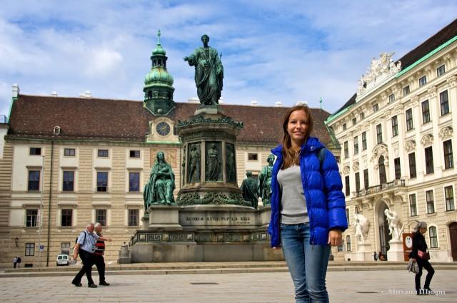 Замок Амалии (Амалиенбург) и памятник императору Францу I