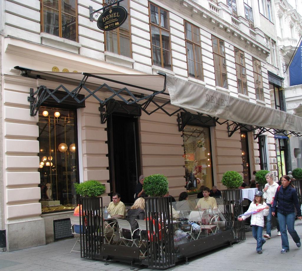 http://venagid.ru/wp-content/uploads/2010/05/Demel-Cafe.jpg