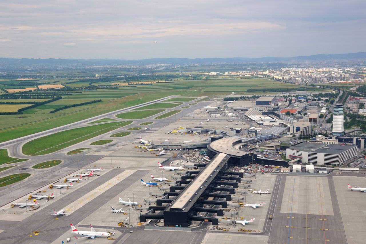 Schwechat Austria  city photo : Аэропорт Вены Wien Schwechat
