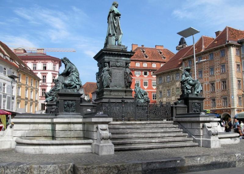 Главная площадь Хауптплац (Hauptplatz)
