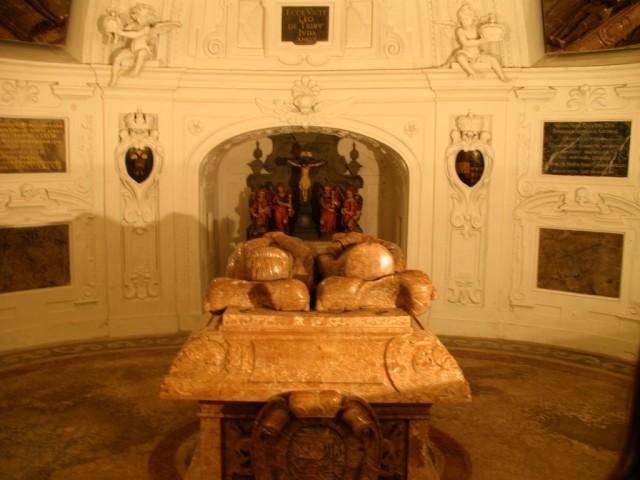 Мавзолей (Mausoleum)