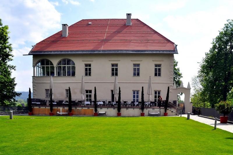 Двухэтажный особняк XIII века