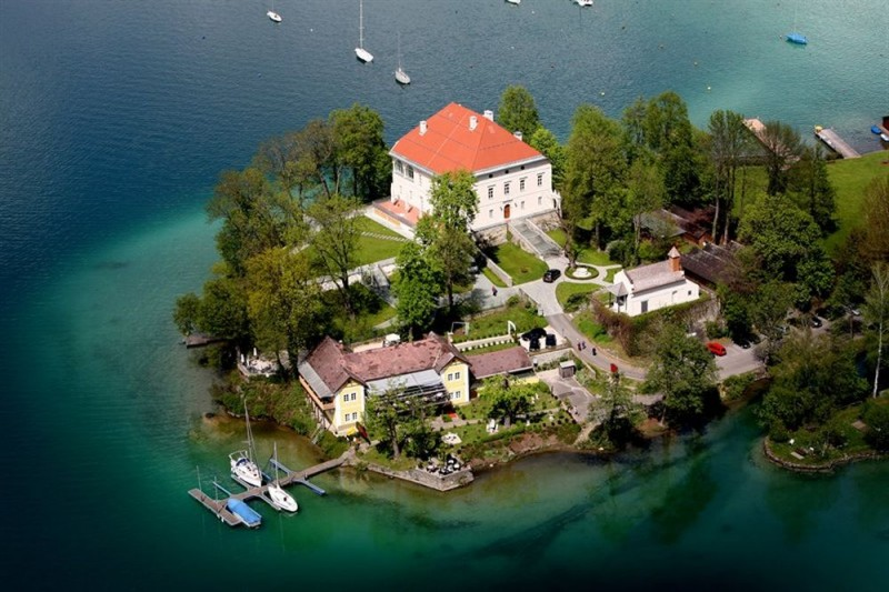 Замок Мариа Лоретто (Schloss Maria-Loretto)