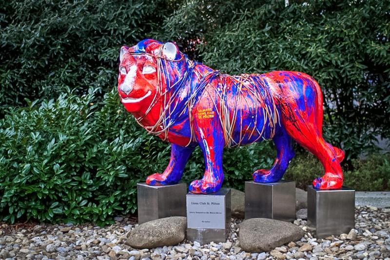 Скульптура льва около Метрополя