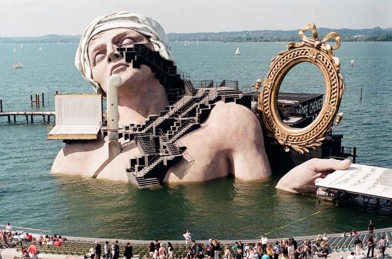Плавучая сцена оперного фестиваля в Брегенце