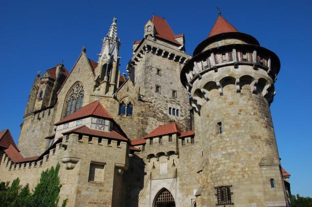 замок Кройценштайн (Burg Kreuzenstein)