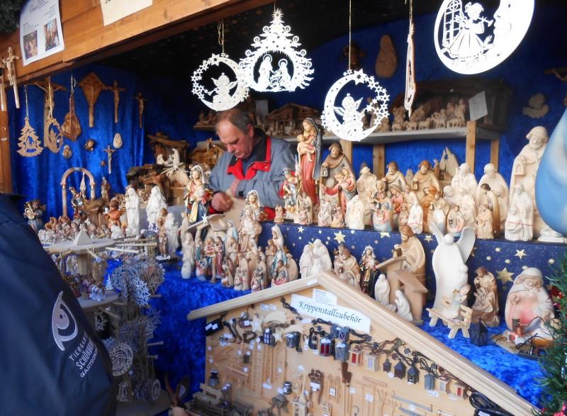 Рождественская деревня в Бельведере