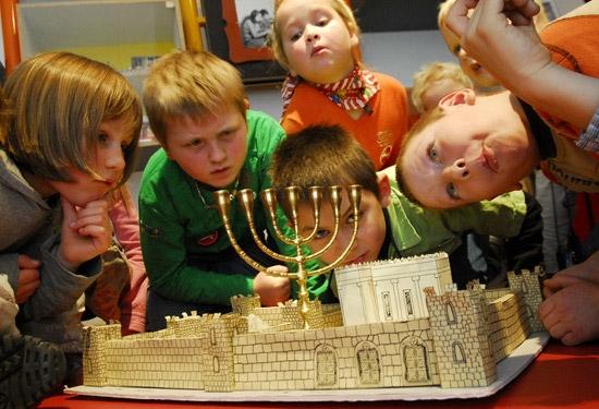 Зимний еврейский праздник Ханука в Вене в Еврейском музее.
