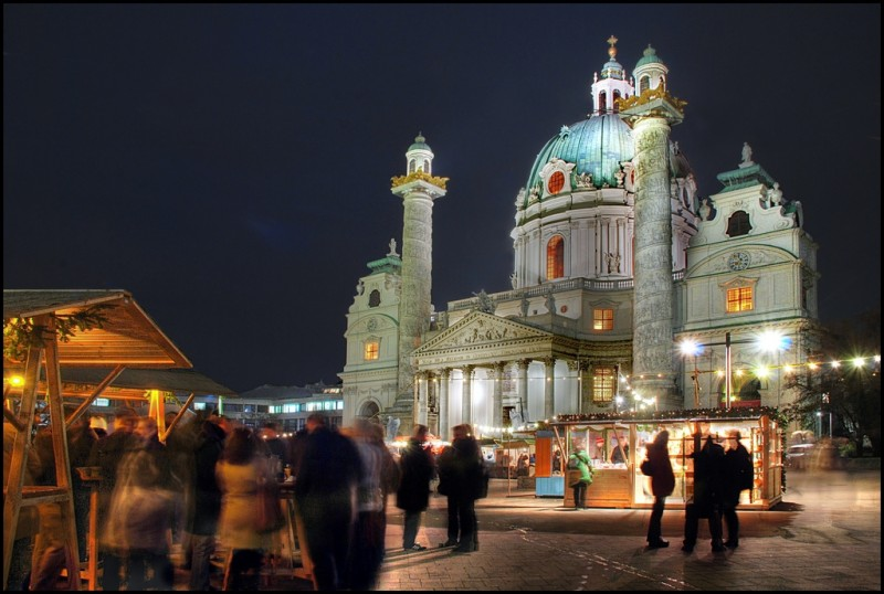 Художественный Адвент – предметы искусства и художественного промысла на площади Карлсплац