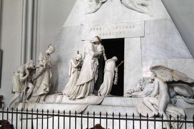 Кенотаф – символическая гробница эрцгерцогини Марии Кристины, созданный Антонио Канова, в 1797-1805 гг.