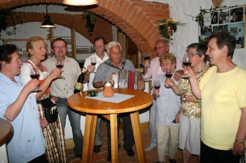 Дегустация молодого вина под названием «Хойригер»(Heuriger)