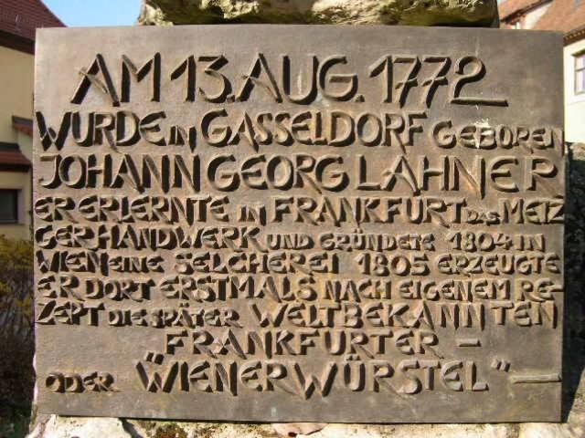 Бронзовая доска на памятнике Йохану Ланеру