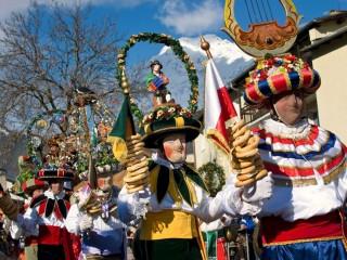 Карнавалы и тирольские изготовители масок