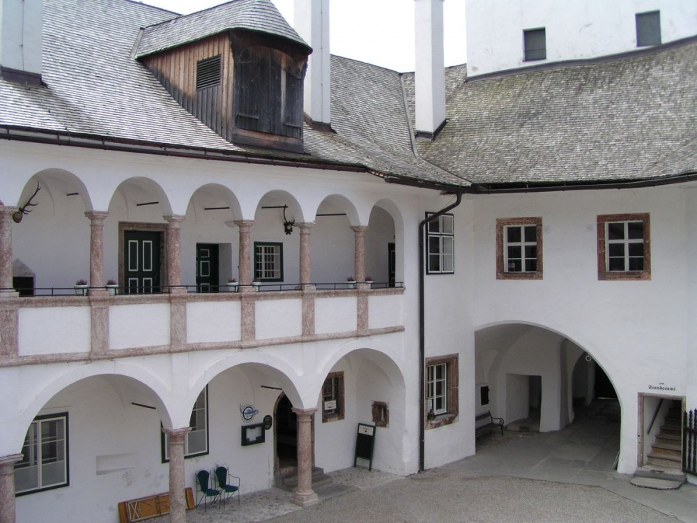 Озерный замок Орт (Seeschloss Ort)