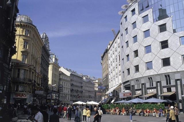 Шток-им-Aйзен-Плац (Stock-im-Eisen-Platz)