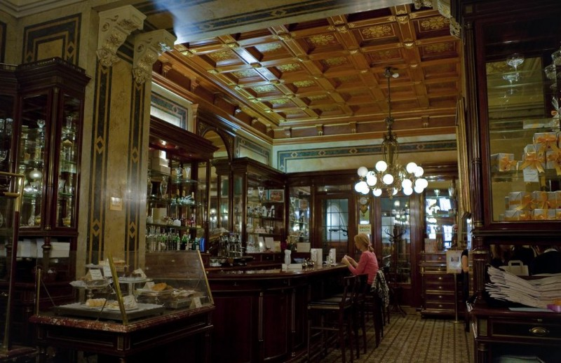 В кафе Демель (Demel Cafe)