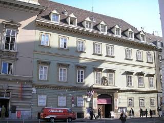 Дворец Пальфи в Вене
