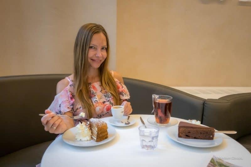Лена в Кафе-мороженое Zanoni & Zanoni