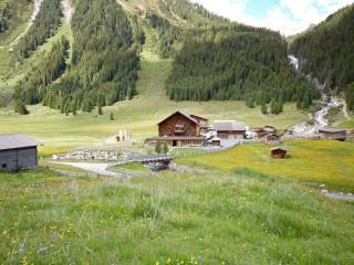 Альпийские горные хижины — отдых в гармонии с природой.