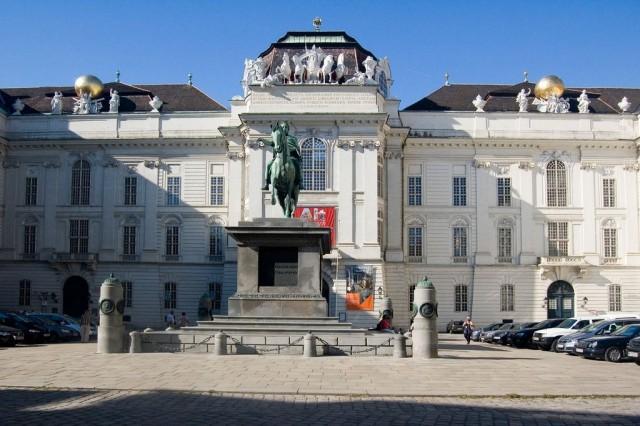 Национальная библиотека  (Nationalbibliothek)