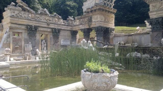 Руины Карфагена (1778г.) Римские руины были в моде в Англии в 18в. Фигуры изображают богов Дуная и Энса, Геракла, Цербера и Гидру