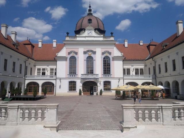 Дворец в Гёдёллё