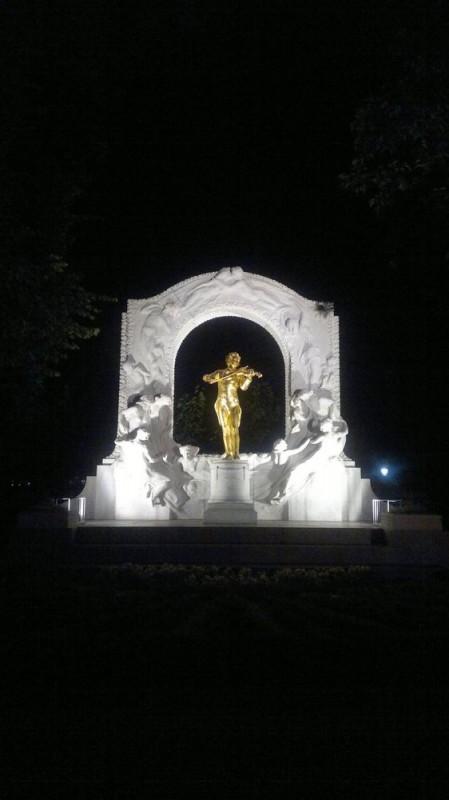 Памятник Иоганну Штраусу в Городском парке Вены