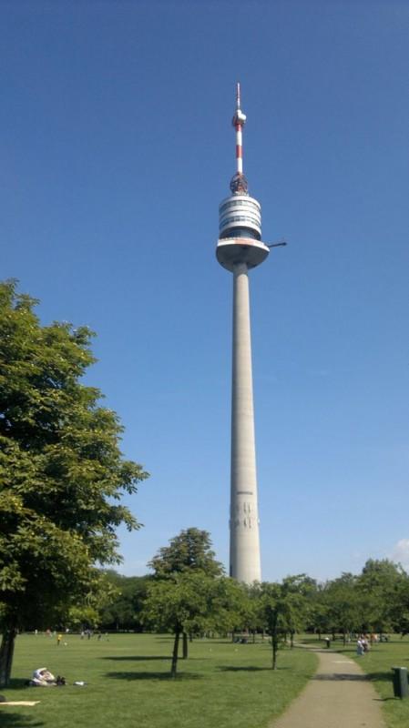 Дунайская башня. Самое высокое строение в Вене и второе в Австрии (252м).
