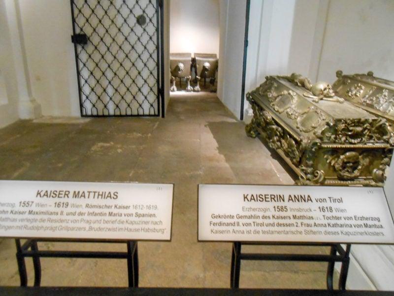 Основатель склепа - императрица Анна и её муж император Матвей