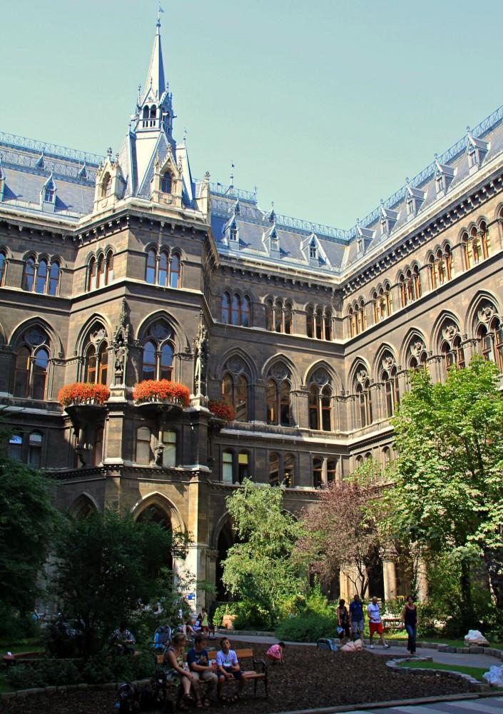 Один из внутренних двориков ратуши
