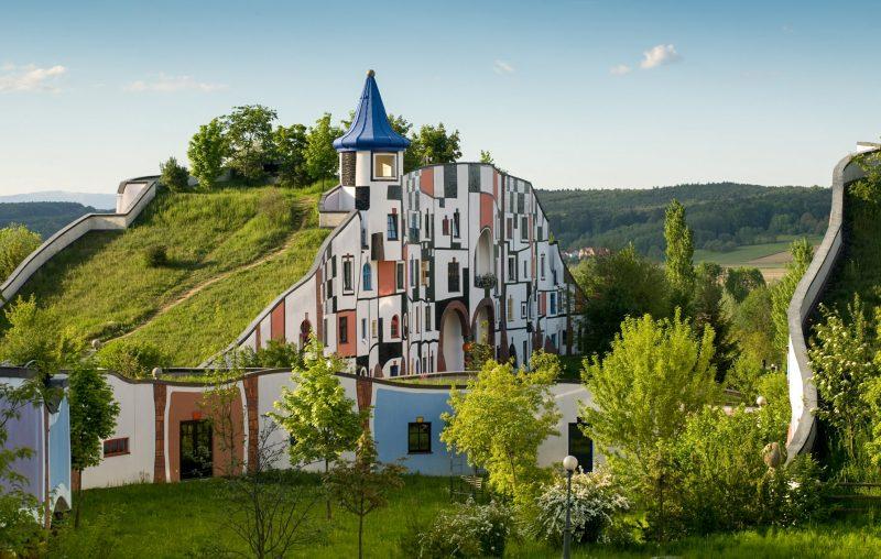 Творение архитектора Хундертвассера