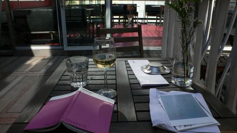 В кафе «Leopold»