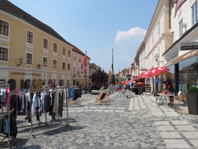 Туристическая часть городка практически вся сконцентрирована на нескольких улочках Мелька