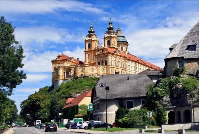 Монастырь Мельк - самый большой в Европе, постоянно действующий с 10в!!!