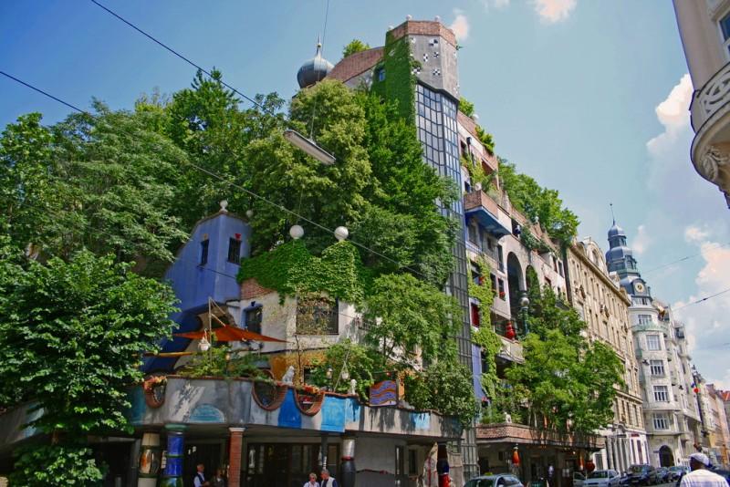Дом Хундертвассера в Вене. Творчество австрийского гения архитектуры с душой ребёнка