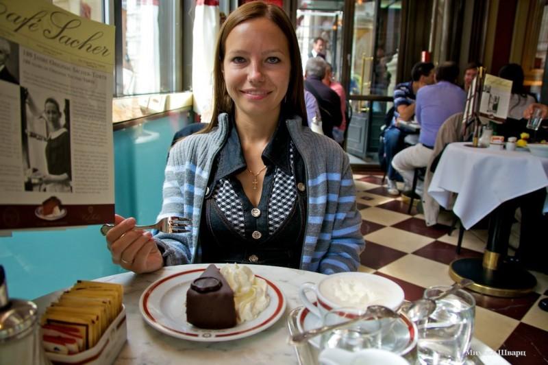 Лена с тортиком Захер
