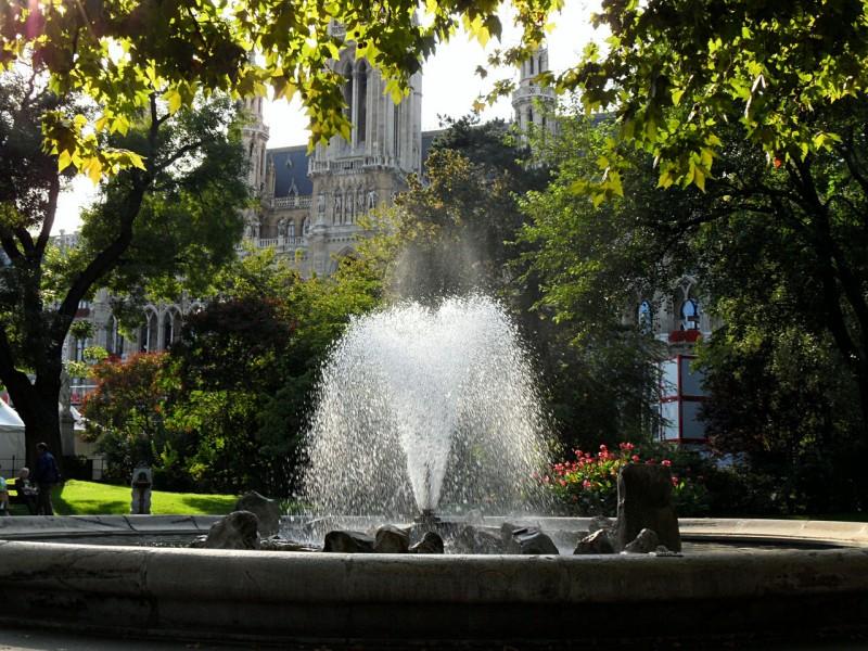 Один из двух фонтанов в Парке Сити Холл