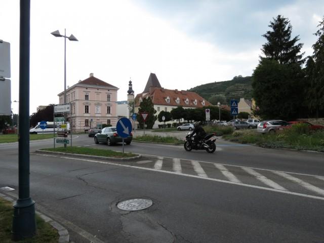 Кремс, указатель в старый город и ж/д вокзал