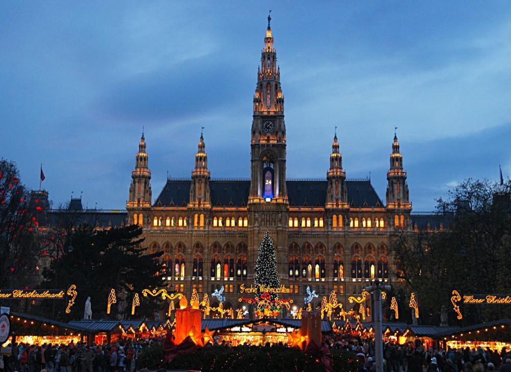 Рождественский рынок перед Венской ратушей