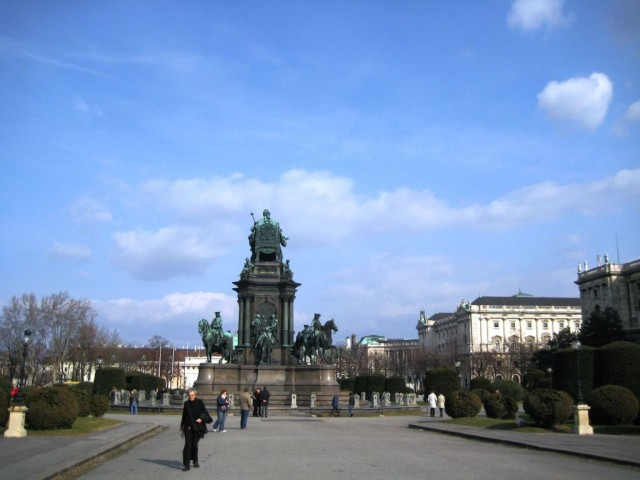 Площадь  Марии Терезии (Maria Theresia Platz)
