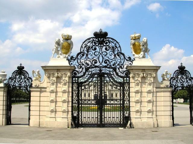 Территория парка Дворца Бельведера