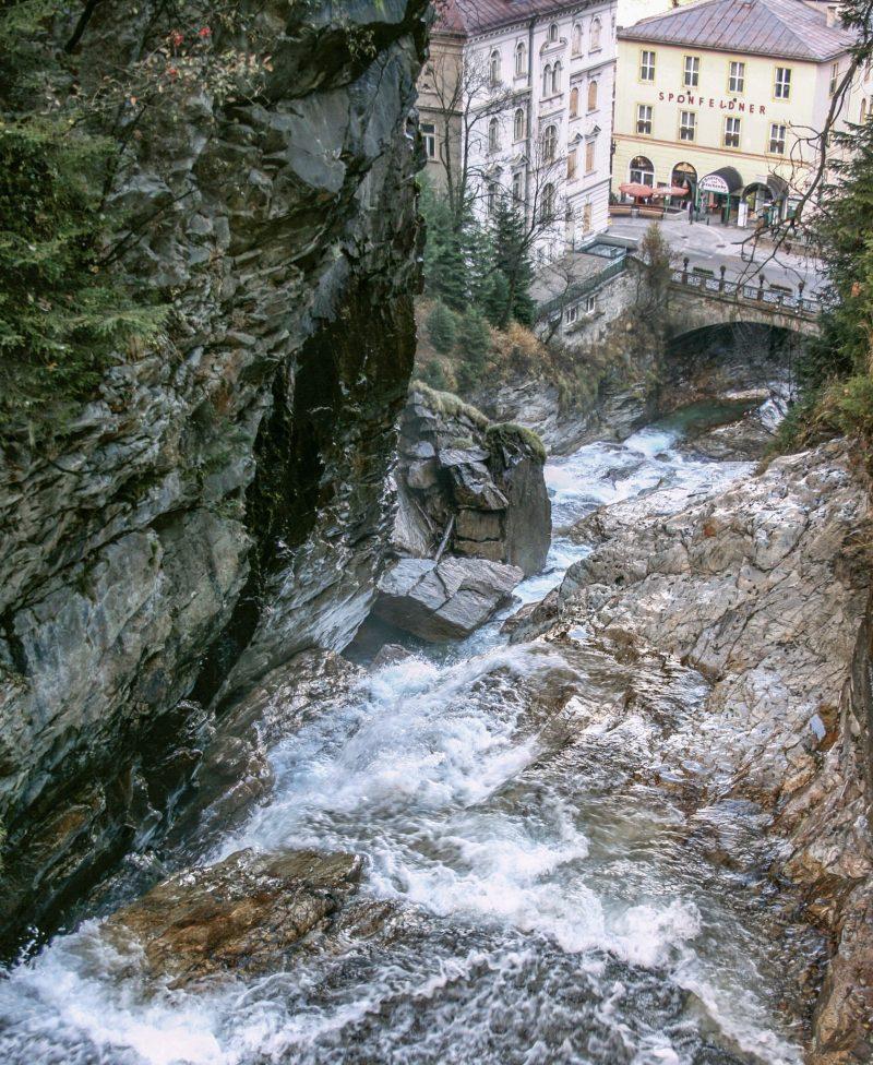Водопад в центре города